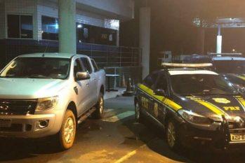 Policiais da Policia Rodoviária Federal resgatam reféns e apreendem carga de contrabando - foto: Agência PRF