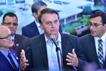 Coronel Alfredo Menezes (à esquerda), presidente Bolsonaro (centro) e governador do Amazonas, Wilson Lima (à direita) - Foto: Arquivo