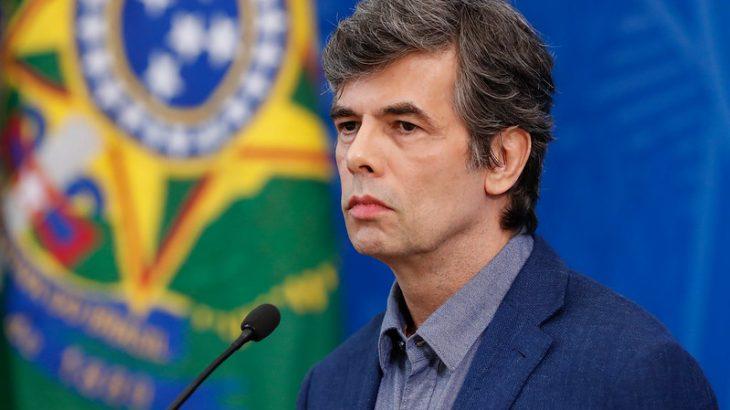 Teich voltou a citar a intenção de aumentar a testagem da população, mas frisou que não há como garantir a oferta para toda a população. Foto: Alan Santos / PR