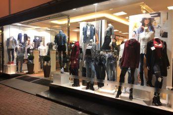 Vitrine de loja varejista de moda - foto: divulgação