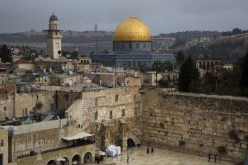 O governo de Binyamin Netanyahu utilizou 23 hotéis e albergues para hospedar pessoas com sintomas leves da doença (Reprodução/ Internet)