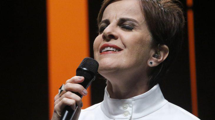 Leila Pinheiro comandará uma live de gravação e conversa com o público, às 10h (Manaus)