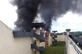 Colchões foram incendiados na UPP, durante rebelião na manhã deste sábado, 2. Foto: Divulgação
