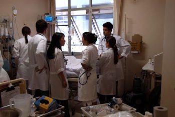 Os residentes de medicina recebem cerca de R$ 3.300 para trabalhar até 60h semanais. O Ministério da Saúde, até o momento, entretanto não liquidou nenhuma bolsa este ano. (Divulgação)