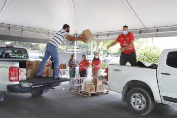 As doações físicas podem ser entregues diretamente no drive-thru solidário montado no estacionamento da sede da Prefeitura de Manaus, na Compensa, zona Oeste da cidade. (divulgação/Semcom)