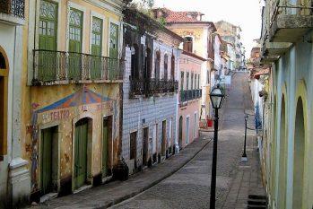 Exemplo de patrimônio material, o  Centro Histórico de São Luís, no Maranhão, se tornou patrimônio cultural da humanidade no Brasil em 1997. (Foto: GLandovsky/Wikimedia Commons.)
