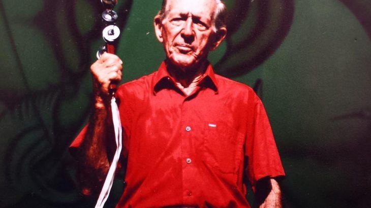 Padrinho do boi, batuqueiro encarnado e ex-presidente do Garantido, Badú Faria foi um dos maiores incentivadores da brincadeira de terreiro que mais tarde se transformou no maior festival folclórico do Brasil. (Reprodução/Internet)