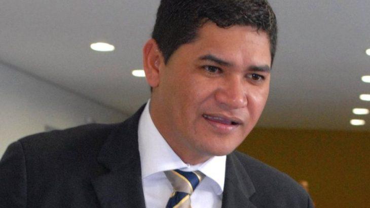 Bi Garcia, prefeito de Parintins, no Amazonas, contratou empresa de fabricação de móveis para adquirir testes da Covid-19. (Divulgação)