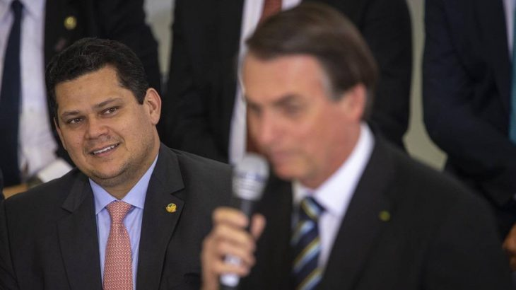 O presidente do Senado, Davi Alcolumbre, e o presidente da República, Jair Bolsonaro. (Daniel Marenco/ Agência O Globo)