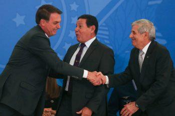 Em evento no Planalto, o presidente Jair Bolsonaro, o vice Hamilton Mourão e o ministro Augusto Heleno - Pedro Ladeira/Folhapress
