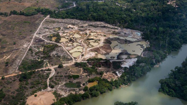 Área de mineração perto do rio Jamanxin, ao norte da cidade de Novo Progresso (PA). - (Araquém Alcântara)