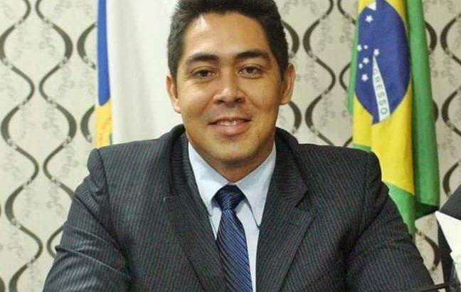 Vereador Ricelli Pontes foi afastado do cargo na última terça-feira, após ação de suplente do antigo ex-partido (Divulgação/Facebook)