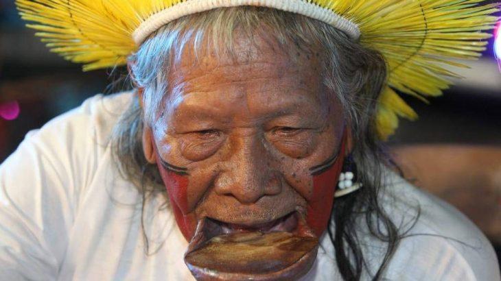 Líder caiapó mundialmente conhecido sofreu hemorragia e vem sofrendo de depressão desde a morte da esposa. (Divulgação)