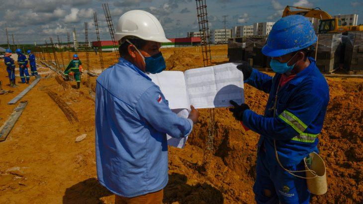 Aproximadamente 25 servidores da Secretaria Municipal de Infraestrutura (Seminf) atuam no canteiro de obras da capital amazonense. (divulgação/ Semcom)