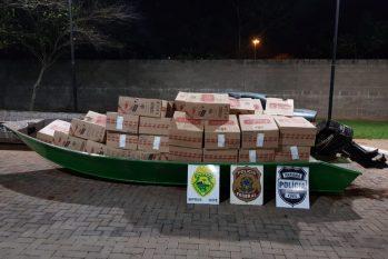 No local foram apreendidos uma embarcação de alumínio com motor carregada com aproximadamente 50 mil maços de cigarros paraguaios. (divulgação/ PF)