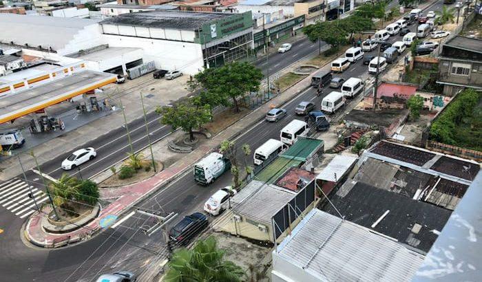 Motoristas buscam uma alternativa diante da limitação do transporte de passageiros em vans (Carolina Givone/Revista Cenarium)
