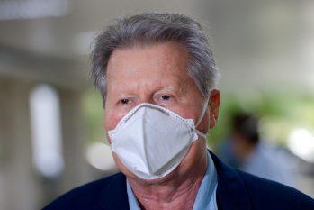 Boletim médico divulgado na tarde deste domingo diz que o prefeito Arthur tem apresentado uma recuperação expressiva (Divulgação)