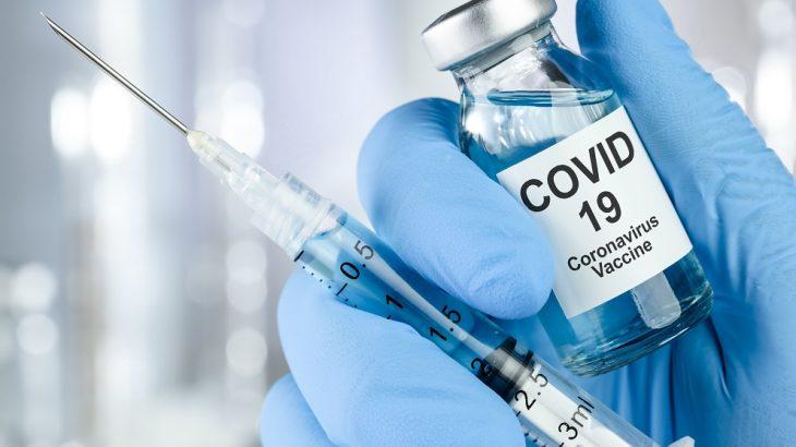 Testes de vacina da Universidade de Oxford desenvolvida pelo laboratório AstraZeneca retomam hoje (Reprodução/ Internet)