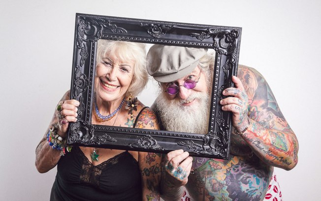 """No curta metragem """"You Wont Regret That Tattoo"""" [""""Você Não Vai se Arrepender Dessa Tattoo"""", em português] produzido pela diretora australiana Andie Bird, mostra como fica a tatuagem na pele idosa (Reprodução/Internet)"""