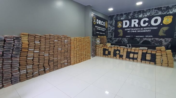 A droga foi apreendida dentro de um caminhão e foi avaliada em R$ 15 milhões de reais. Foto: Divulgação/ Polícia Civil do Amazonas.