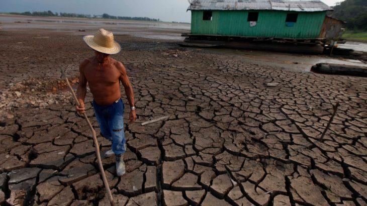 Rio Negro vem baixando o nível 10 centímetros por dia. No ano passado, o Lago do Aleixo ficou completamente seco. (Ricardo Oliveira/Revista Cenarium)