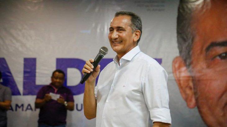Antônio Waldez Góes da Silva e e seu antecessor, Carlos Camilo Góes Capiberibe, tiveram as contas bloqueadas no âmbito de uma ação de improbidade administrativa na qual são acusados pela Fundação Nacional da Saúde de