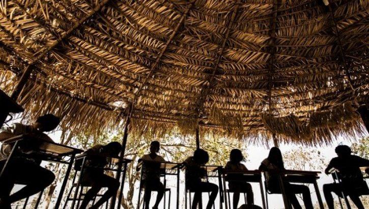 Comunidades sofrem com a insuficiência da merenda escolas e com problemas estruturais nos prédios educacionais (Reprodução/Internet)