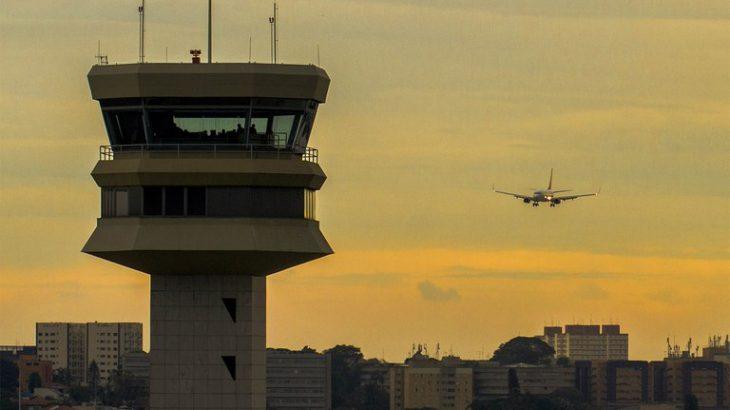 A norma alivia o fluxo de caixa das empresas do setor de aviação civil, que teve queda na demanda por voos domésticos de 93% e por voos internacionais de 98% (Agência Força Aérea/Ten Enilton)