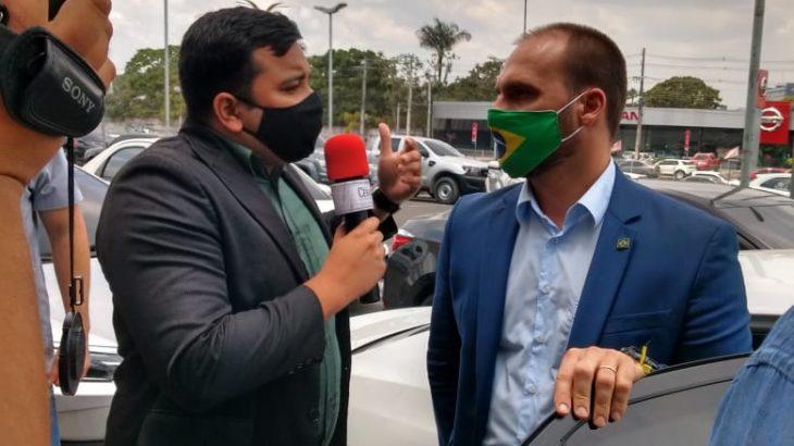 Nos Bastidores – EP 05: Em Manaus, Eduardo Bolsonaro critica Folha de SP e Globo de conspirar contra presidente