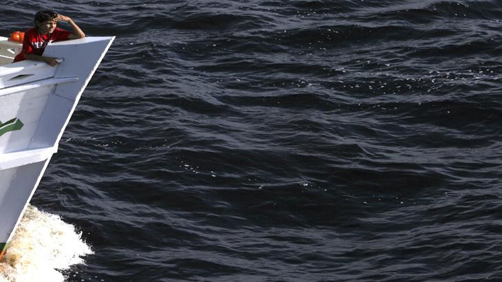 Rio Negro: pra quem anda na barcaça tudo passa, só o tempo não