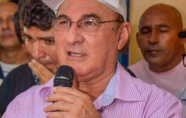 Ao som de forró, ex-prefeito anuncia sexta tentativa de assumir Prefeitura de Itacoatiara, no AM