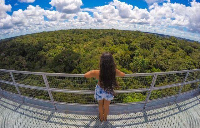 a carioca Dayana Souza, contempla a beleza do local (Divulgação/Arquivo Pessoal)