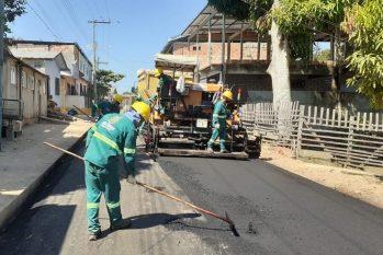 Obras incluem a reconstrução de 69 ruas em quatro bairros do município (Divulgação/Seinfra)