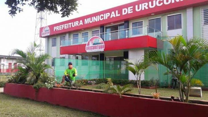 'Se amar Urucurituba é crime, que eu morra condenado', diz prefeito do interior do AM ao ter o prazo de 72 para retirar a cor vermelha de prédios públicos da cidade do AM (Reprodução)