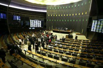 O plenário da Câmara dos Deputados aprovou o Projeto de Lei 6433/13, que permite ao delegado de polícia adotar medidas de urgência para proteger mulheres vítimas de agressão (Marcelo Camarga/ Agência Brasil)