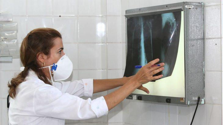 Serão testados três mil profissionais de saúde de MS e RJ (© Agecom Bahia)