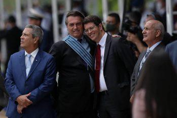 O presidente Jair Bolsonaro, ao lado dos ministros Braga Neto, Ricardo Salles e Luiz Eduardo Ramos (Pedro Ladeira/Folhapress)
