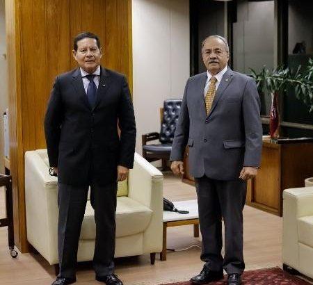 Vice-presidente Hamilton Mourão e senador Chico Rodrigues, vice-líder do governo no Senado (Imagem/Reprodução Twitter @senadorchico