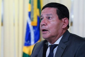 """Vice-presidente Mourão não quis """"levar disputas geopolíticas"""" para a agenda. Foto: Marcos Oliveira/Agência Senado"""