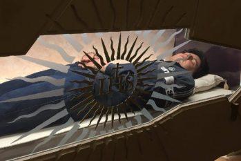 O corpo de Carlo Acutis está em exposição para veneração, na Basílica de São Francisco, na Itália (Reprodução/Diocese de Assis)