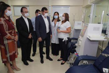 O governador Wilson Lima assinou um convênio com o Hospital Beneficente Português para a contratação de 180 novas vagas de hemodiálise destinadas à rede pública. (Divulgação/SES-AM)