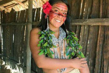 'Rainha do TikTok' ficou famosa ao postar o cotidiano de sua aldeia na internet (Reprodução/ Internet)
