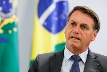 Bolsonaro rebate fala diante de apoiadores, seguranças e jornalistas (Foto: Flickr/Palácio do Planalto)
