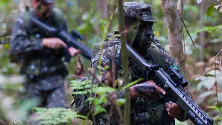 A operação ocorreu no mês passado uma invasão, que contou com o uso de uma série de recursos, incluindo aeronaves e mísseis (Divulgação/ Exército Brasileiro)