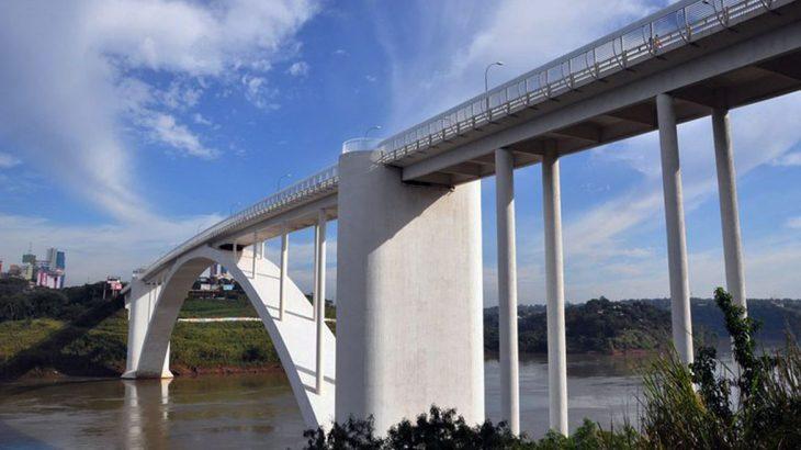 A Ponte Internacional da Amizade é a principal ligação entre os dois países (Divulgação/Agência Brasil)