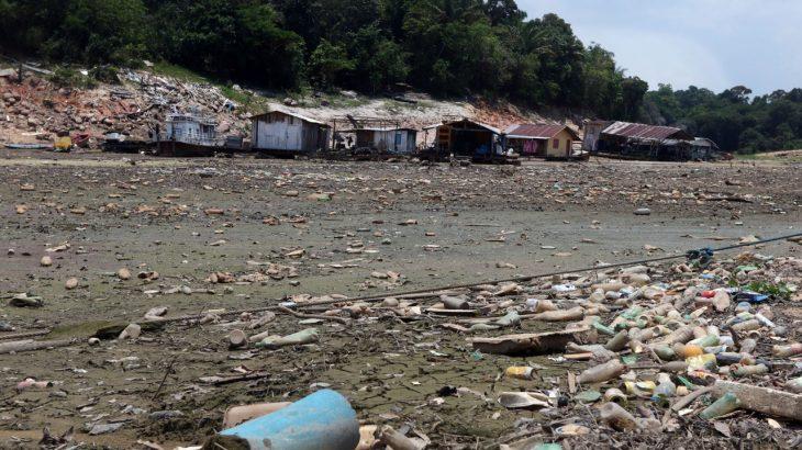 Em época de cheia ou de seca do rio, o descaso e a degradação ao meio ambiente são constantes (Ricardo Oliveira/ Revista Cenarium)