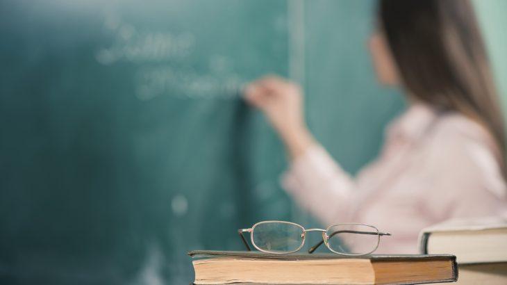 O levantamento considera como os professores são avaliados em relação a outras profissões e percepções implícitas e explícitas (Reprodução)