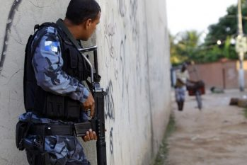Os homens mortos estavam com granadas, pistolas, metralhadoras e munição e eram monitorados pela força-tarefa há 15 dias (Reprodução/ Internet)