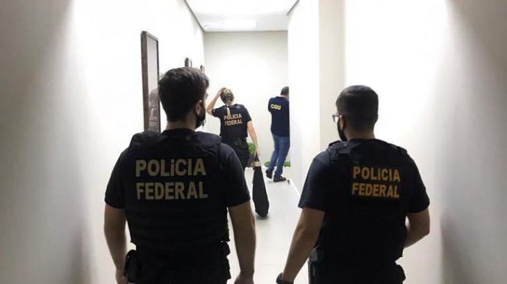 Agentes federais cumpriram mandados de busca e apreensão em diversos endereços na capital amazonense, entre eles a sede da SES-AM e um condomínio de luxo na Avenida Recife (Divulgação/ PF)