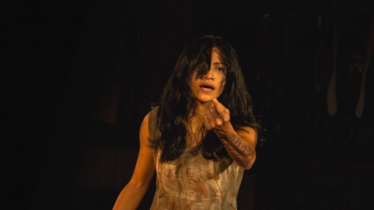 o espetáculo é interpretado e idealizado pela artista independente e produtora cultural Francis Baiardi, com produção musical por Paulo Pereira (Reprodução/Divulgação)